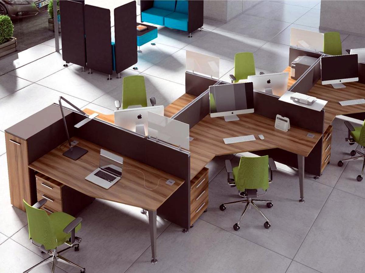 Meble biurowe EVO, wielostanowiskowe biurka i ścianki działowe EVO, brązowe biurka dla pracowników