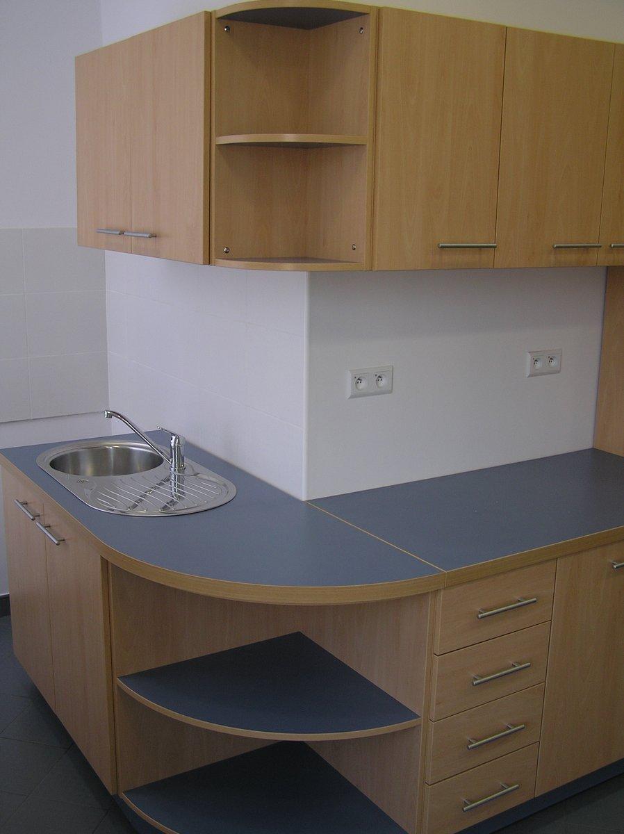 Kuchnia biurowa jasny dąb