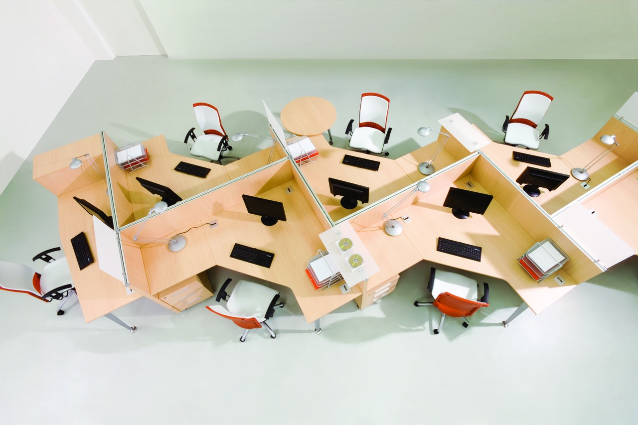 Meble biurowe do call center, biurka wielostanowiskowe jasne
