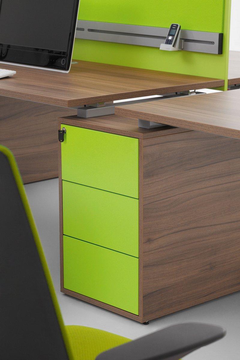 Kontener podbiurkowy  z szufladami do montażu dwóch blatów biurka dla pracowników Pluris
