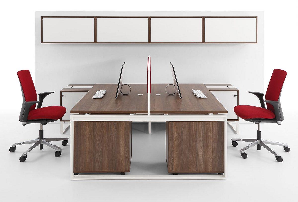 Meble biurowe Pluris biurka z blatem podwójnym na dwa stanowiska pracy szafki do biurka szafki wiszące nad biurkiem
