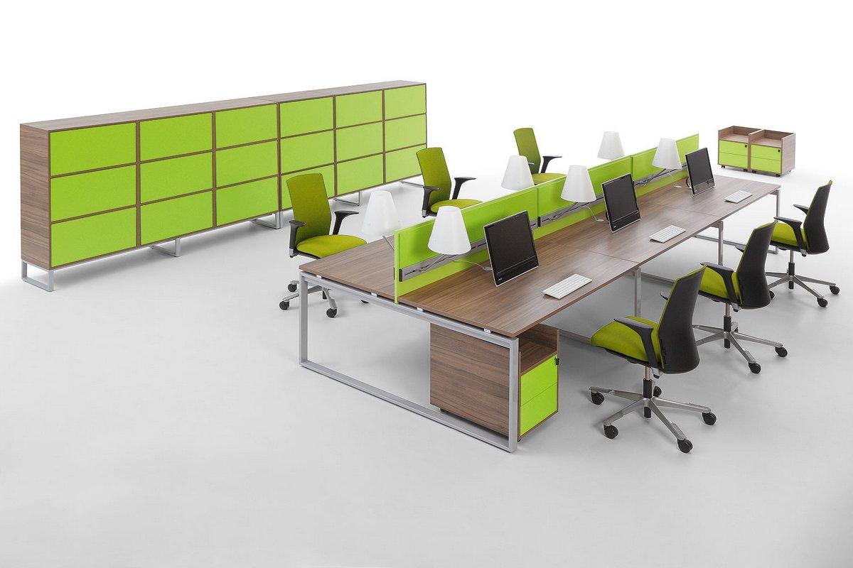 Meble biurowe Pluris biurka typu bench ze ściankami działowymi regałem biurowym na dokumenty