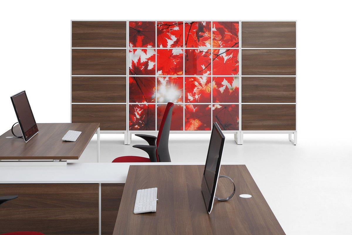 Blat biurka pracowniczego systemu mebli biurowych Pluris szafa wizerunkowa biurowa