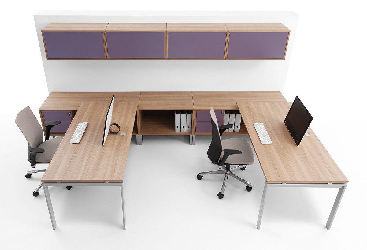 Podwójne stanowiska biurowe biurka Pluris szafki wiszące nad biurkami