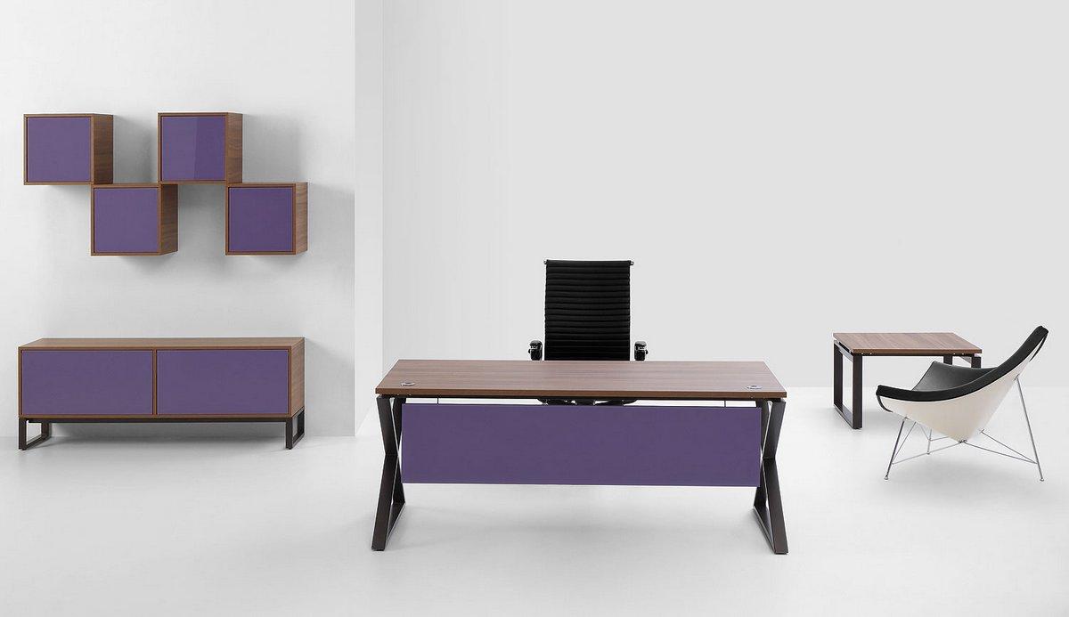 Biurko pojedyncze z frontową blendą meble biurowe Pluris