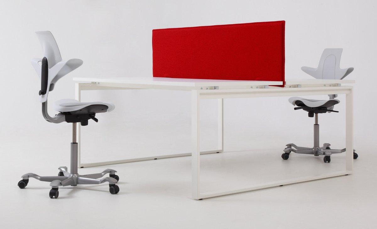 Czerwona ścianka działowa do biurka systemu Pluris