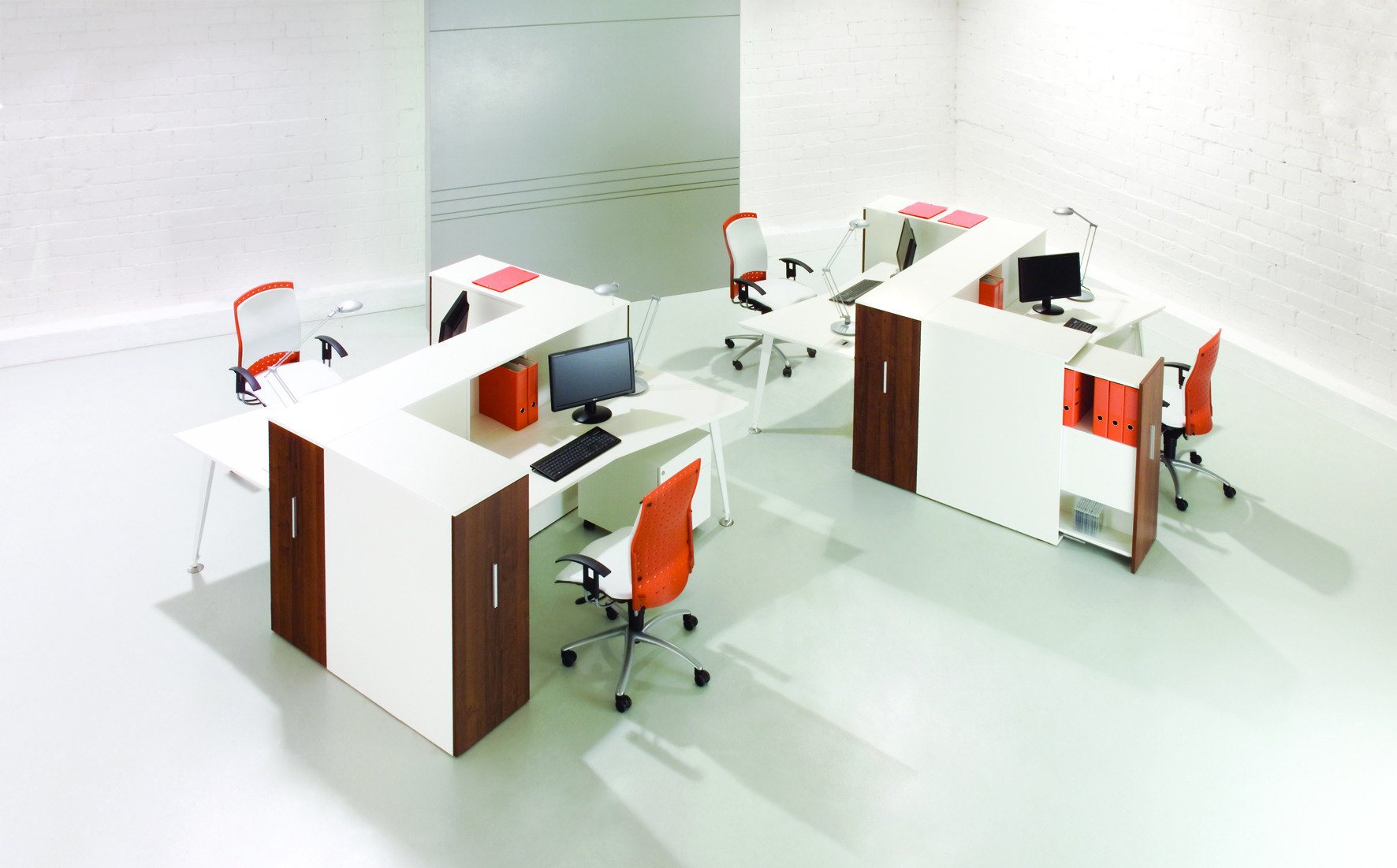 Podwójne biurko pracownicze EVO, meble biurowe EVO biało brązowe